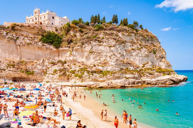 Italian beaches: 7 paradisiacal bays to be discovered